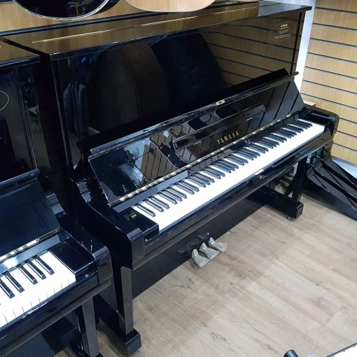 Used Yamaha U3 for sale, in a black polyester case.
