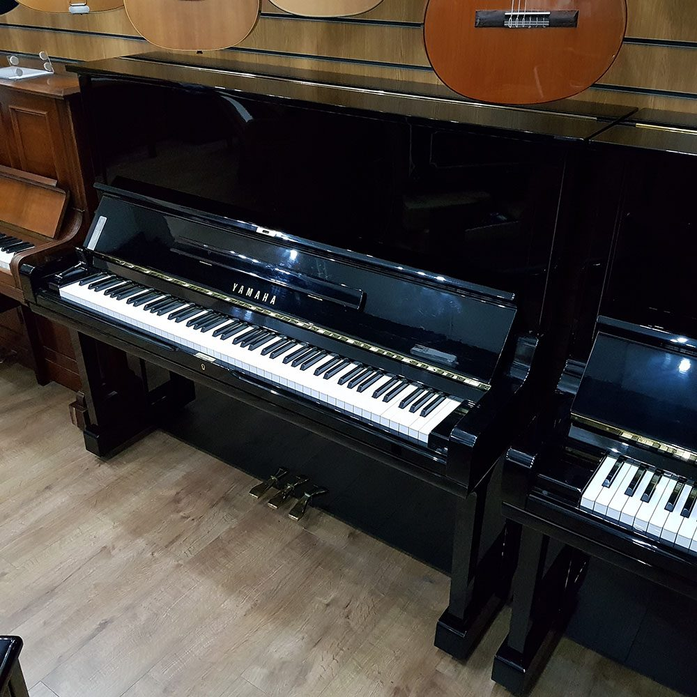 sed Yamaha U3 for sale, in a black polyester case.