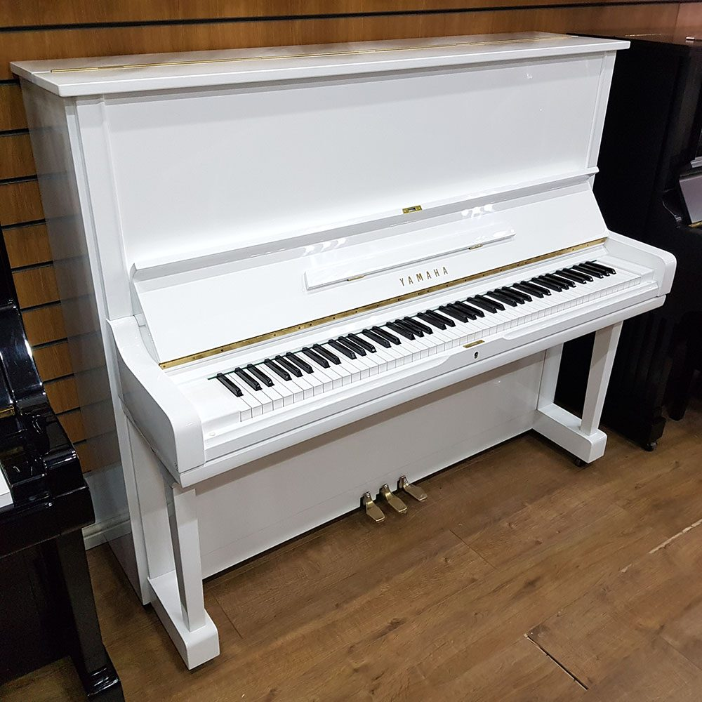 Used white Yamaha U3 for sale, in a white polyester case.