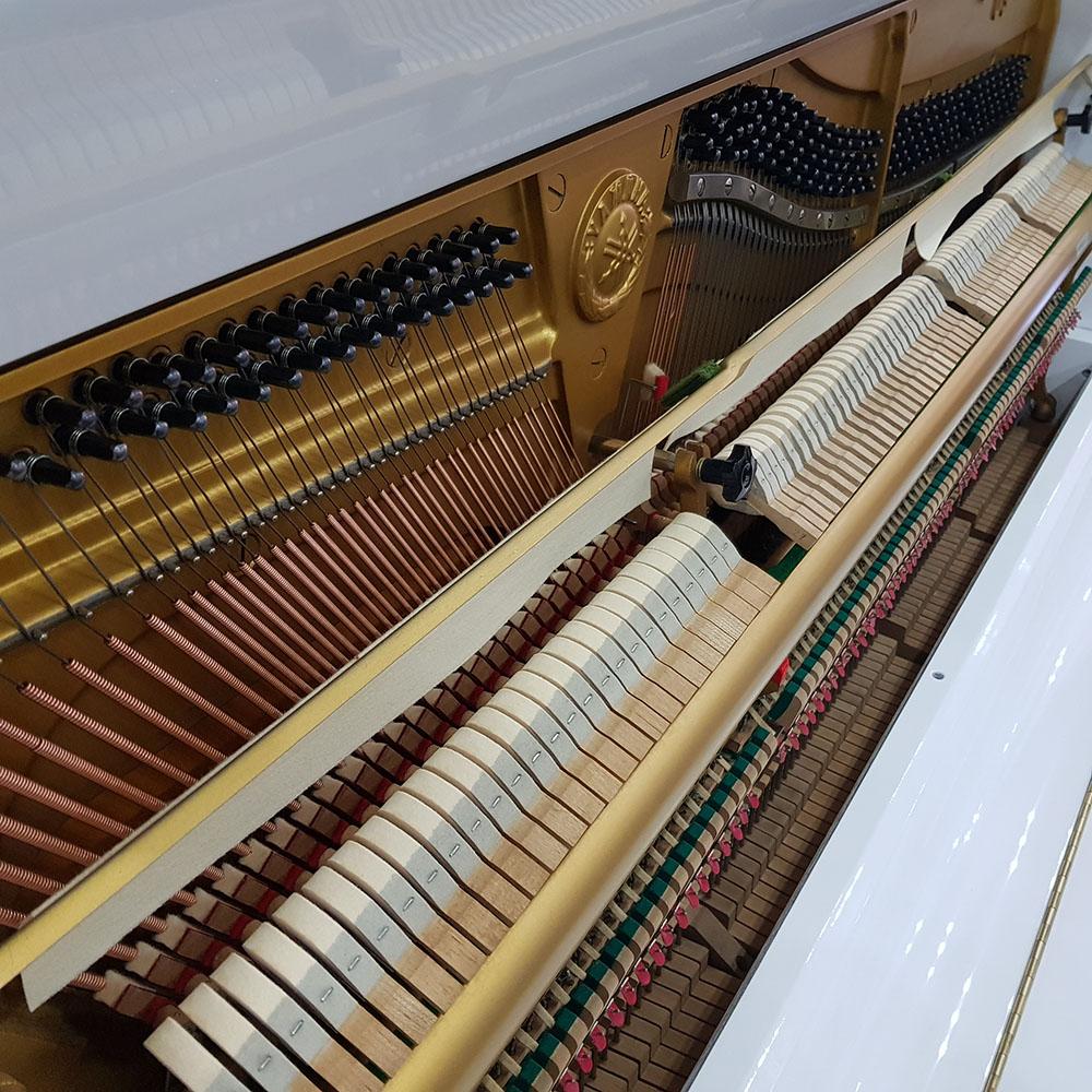 Used White Yamaha U3 Upright Piano White | 2982945